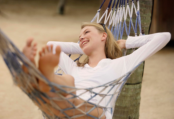 20100701-woman-in-hammock-600x411